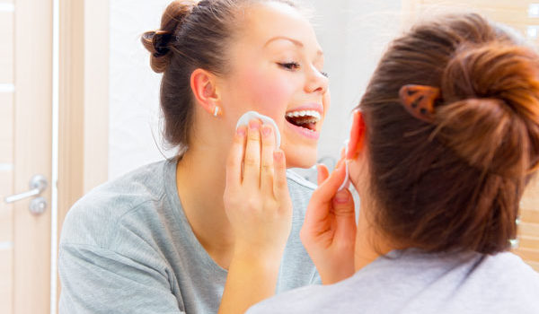 Dormir Com Maquiagem Acelera O Envelhecimento Da Pele