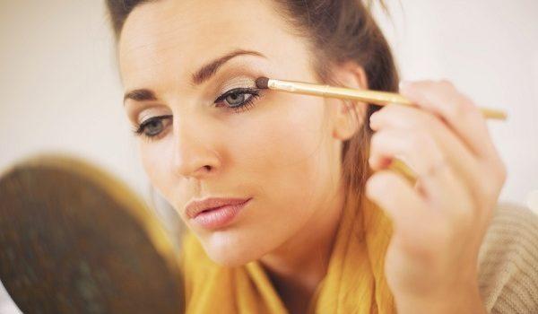 Usar Maquiagem Vencida Pode Fazer Muito Mal à Saúde