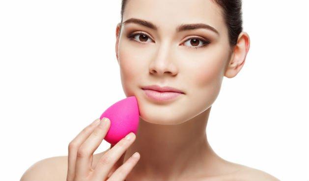 Saiba Quando Usar Pincel, Dedo, Esponja, E Algodão Na Maquiagem