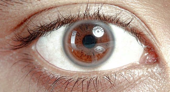 Olho Esbranquiçado: Possíveis Causas