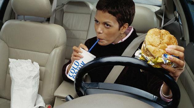 Comer No Trânsito Engana A Fome, Mas Pode Atrapalhar A Dieta