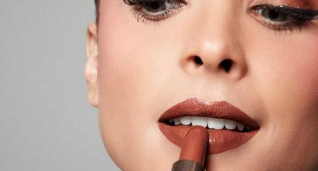 Sete Passos Para Fazer O Batom Durar Mais E Deixar Os Lábios Mais Bonitos