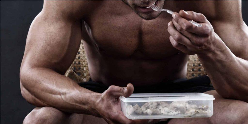 02122020 Homem Musculoso Comendo Proteína 1024×512