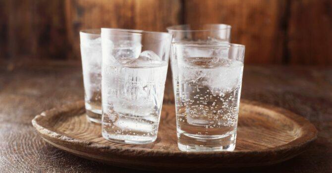 Água Com Gás Ajuda Na Digestão?
