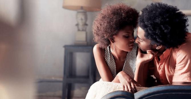 Beijar Ajuda A Prevenir Cáries E Aumenta Desejo Sexual
