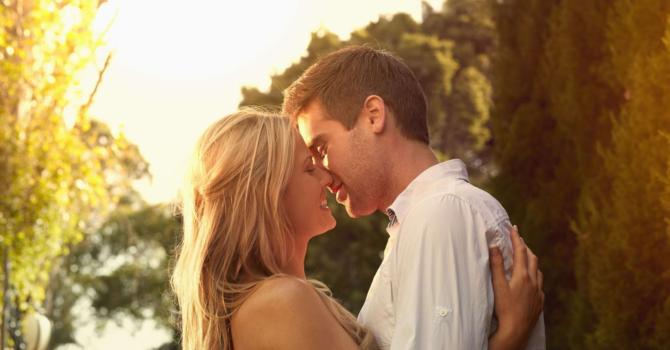 Beijar Queima Calorias E Tonifica Os Músculos Faciais