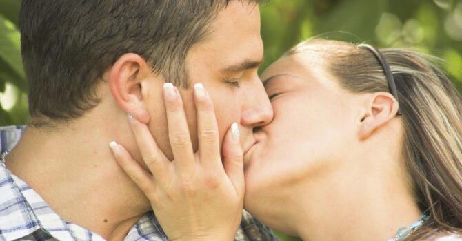 Beijar Aumenta Sua Autoestima, Veja Outros Benefícios
